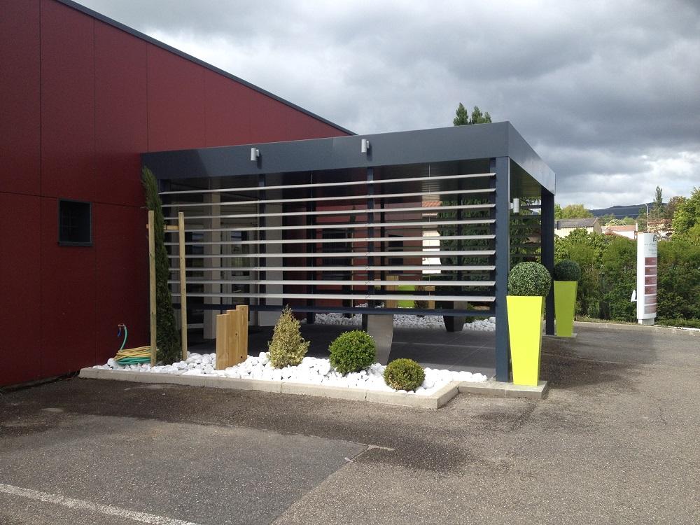 Renovation magasin et bar lyon devanture vitrine lyon for Refection de facade maison
